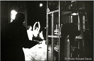 Stanley Roseman drawing in the wings of the Paris Opéra. © Photo by Ronald Davis