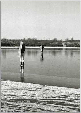 Carrying Roseman's newly painted canvases, Davis (foreground) and Anderson cross a frozen stretch of the Cábardasjohka River. Kautokeino, 1976. Photo © Stanley Roseman